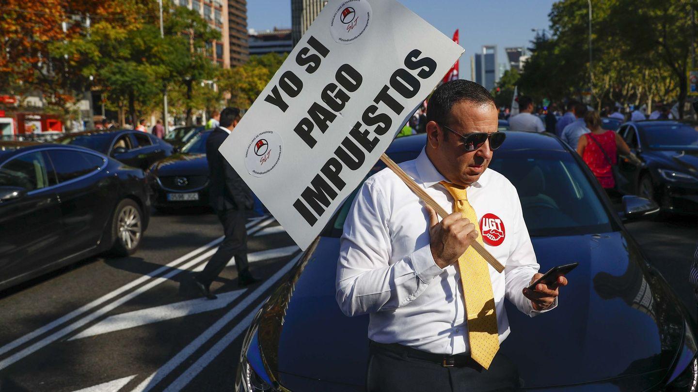 Conductor de VTC en una manifestación a favor de este modelo de negocio. (Foto: Reuters)