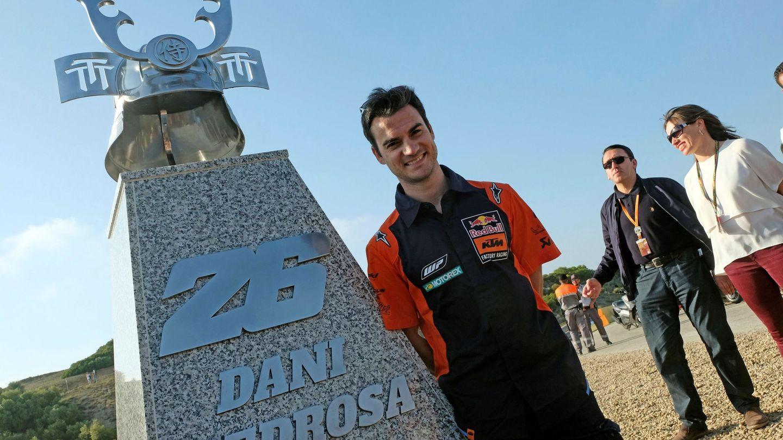 GRAF2573. JEREZ DE LA FRONTERA (CÁDIZ), 03 05 2019.- El expiloto de MotoGP Dani Pedrosa asiste a la inauguración del monumento en la curva que lleva su nombre en el Circuito de Jerez-Ángel Nieto. EFE Román Ríos