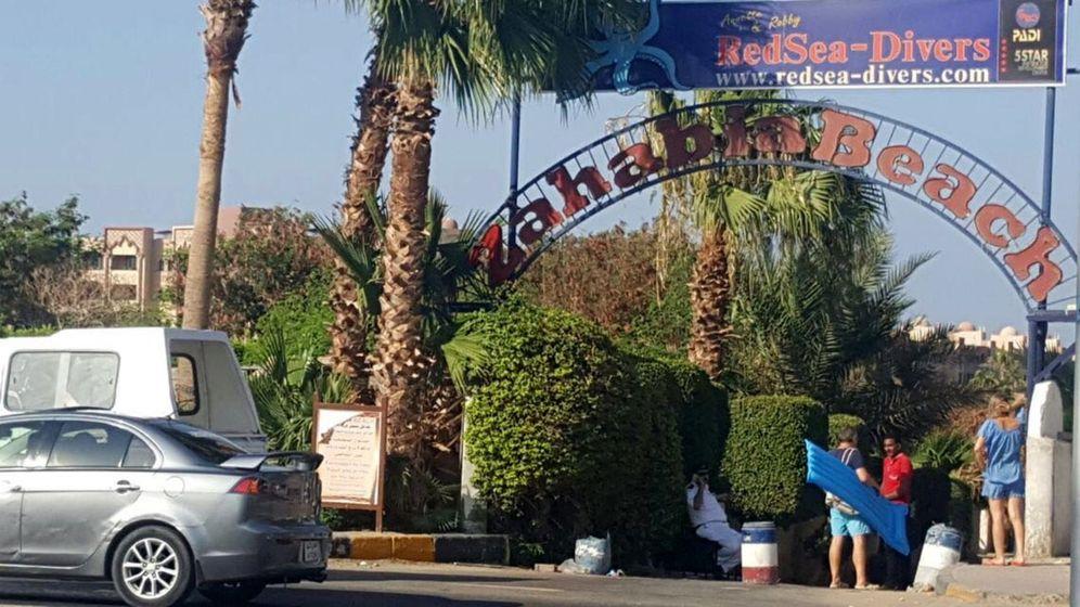Foto: Vista de una de las entradas a las playas privadas de un hotel donde se produjo el ataque a unos turistas. (EFE)