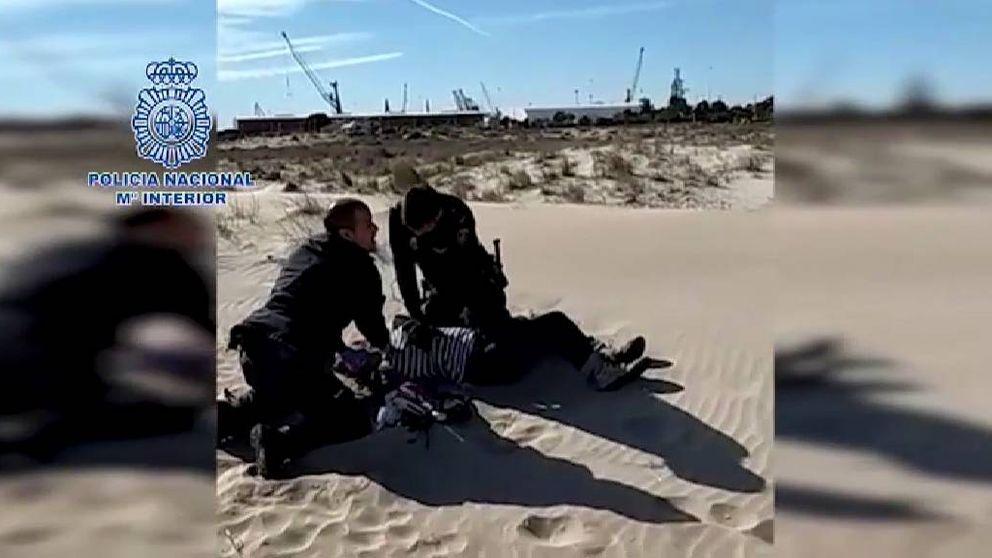Dos policías salvan la vida a una mujer en Sagunto