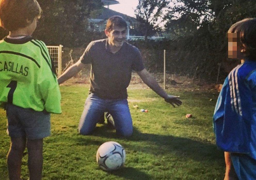 Foto: Iker Casillas con dos de los hijos de Amelia Bono este domingo (Instagram)