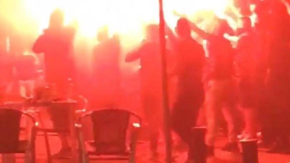 Foto: Los aficionados radicales del Barça, esta pasada madrugada en Sevilla