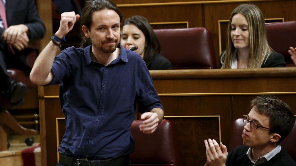Foto: Pablo Iglesias, durante el momento en que ha prometido el cargo durante la constitución del Congreso. (Reuters)