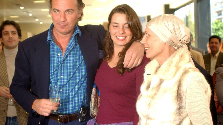 Bertín, junto a su hija y su exmujer.