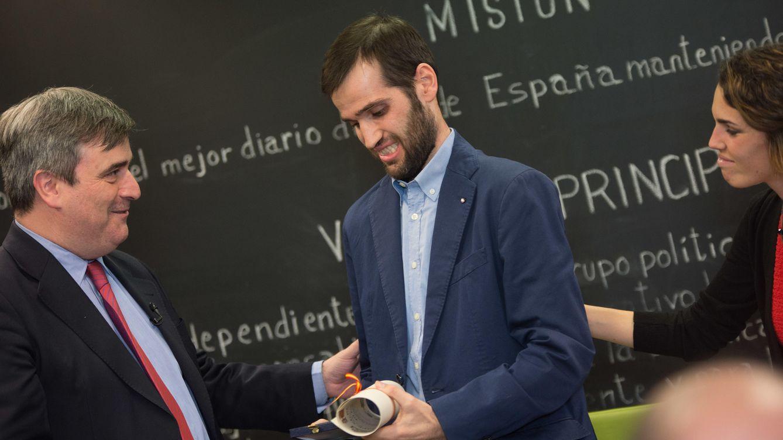 Foto: Carlos Matallanas recoge de manos de Miguel Cardenal la Real Orden del Mérito Deportivo.