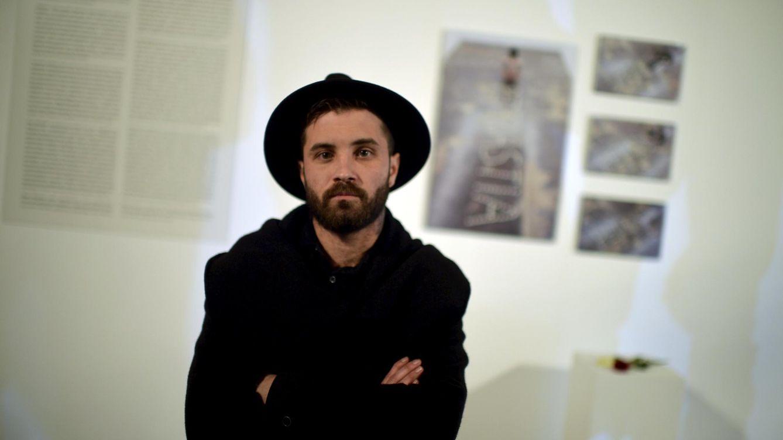 Abel Azcona: Me siento más hijo de prostituta o enfermo mental que artista