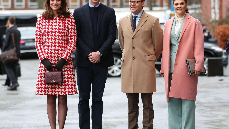 Los Cambridge con Victoria y Daniel. (Reuters)