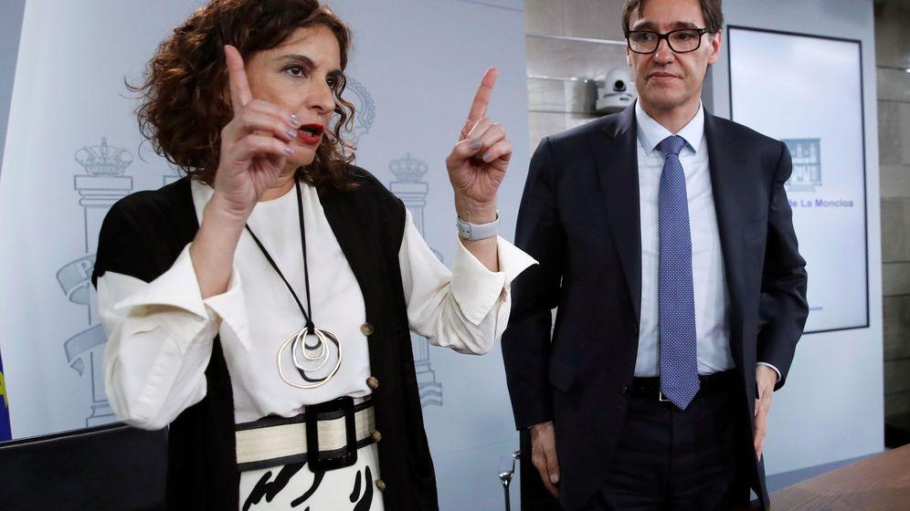 Foto: La ministra de Hacienda, María Jesús Montero, junto al ministro de Sanidad, Salvador Illa. (EFE)