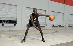 El dinka 'australiano' que quiere llevar el orgullo africano a la NBA