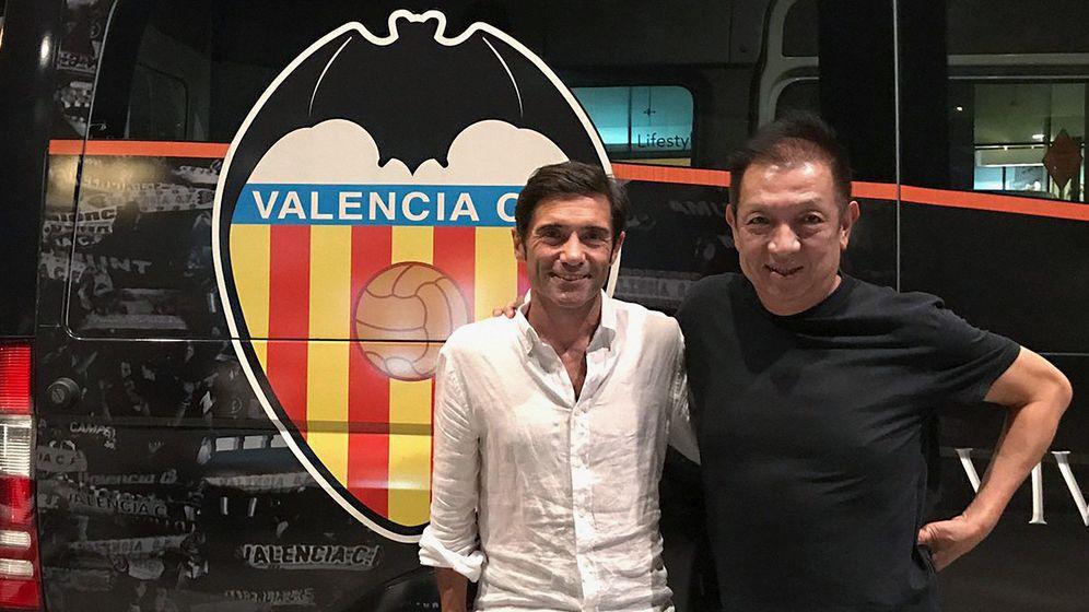 Foto: Peter Lim y Marcelino, dueño y entrenador del Valencia, respectivamente. (EFE)