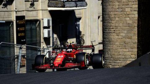 Ferrari vuela en Bakú, pero  Sainz saca esa mosca que siempre lleva tras la oreja