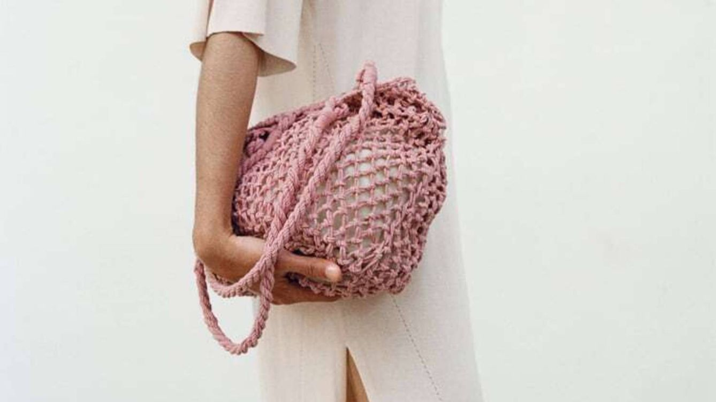 El bolso shopper trenzado de Zara más asequible será tu nuevo compañero de estilo