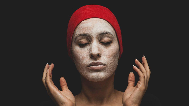 Sigue las pautas básicas de cuidado de la piel. (Engin Akyurt para Unsplash)
