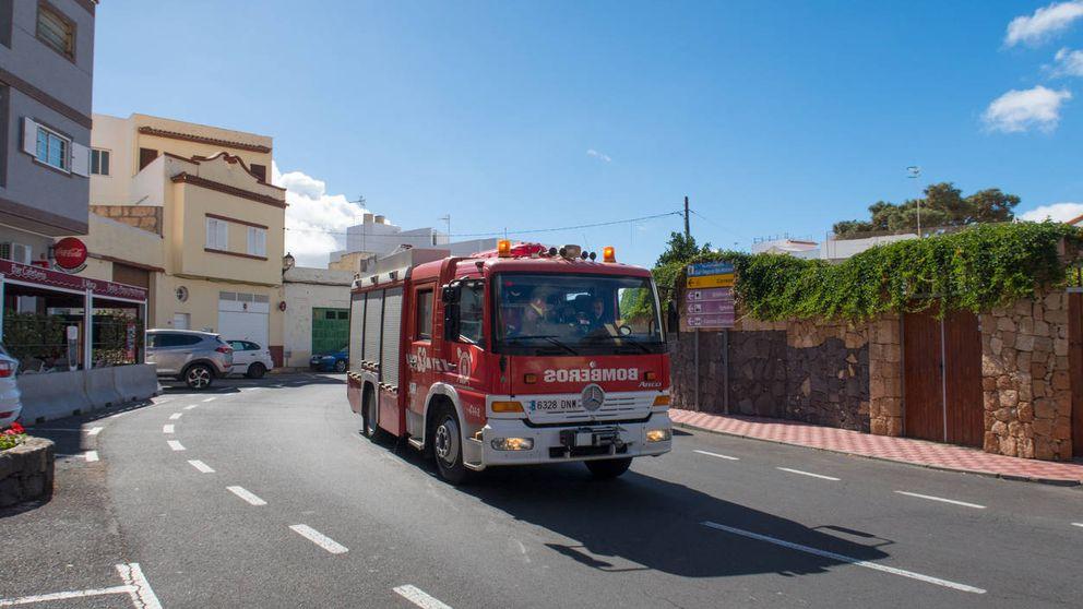 Siete casas y 30 personas desalojadas por un incendio forestal en Beneixama (Alicante)