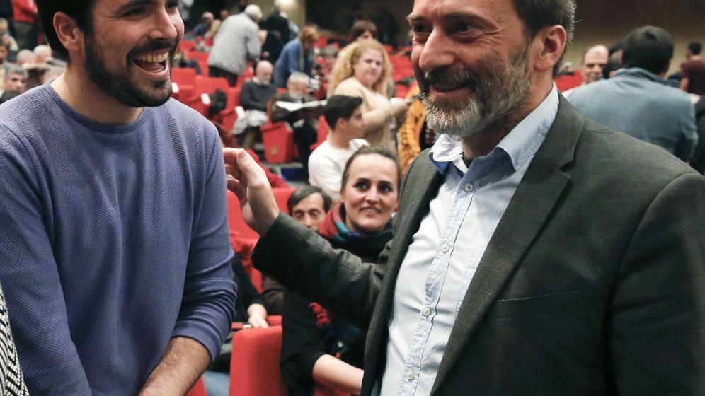 Foto: Alberto Garzón, con Mauricio Valiente, concejal del Ayuntamiento de Madrid y dirigente de Izquierda Unida Madrid. (EFE)