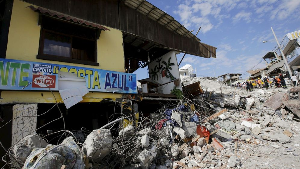 Foto: Zona afectada en el primer terremoto de Ecuador. (Reuters)
