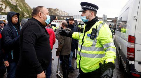 Forcejeos entre camioneros y la policía en Dover por la polémica de las fronteras