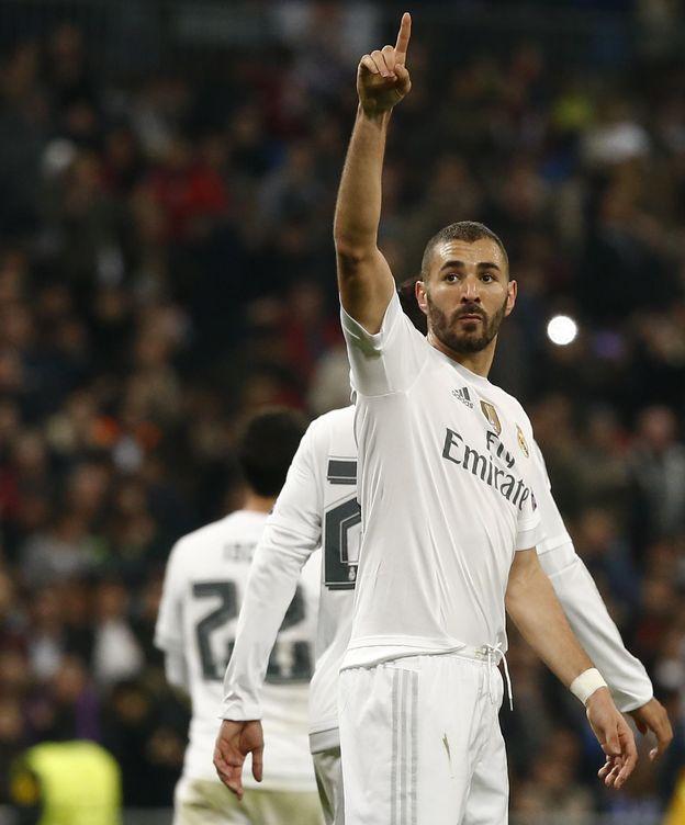 Foto: Benzema celebra uno de sus tres tantos de la noche.