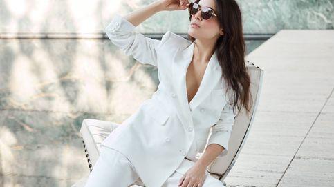 La 'gran noche' de Adriana Ugarte: gafas, pendientes de vizcondesa y mucho baile