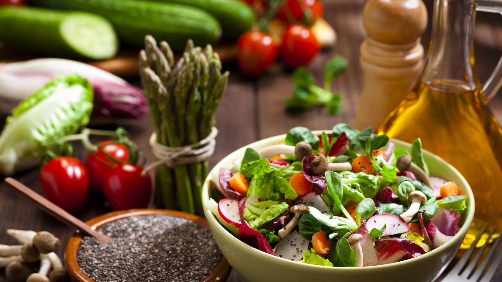 Foto: Frutas y verduras frescas. (iStock)