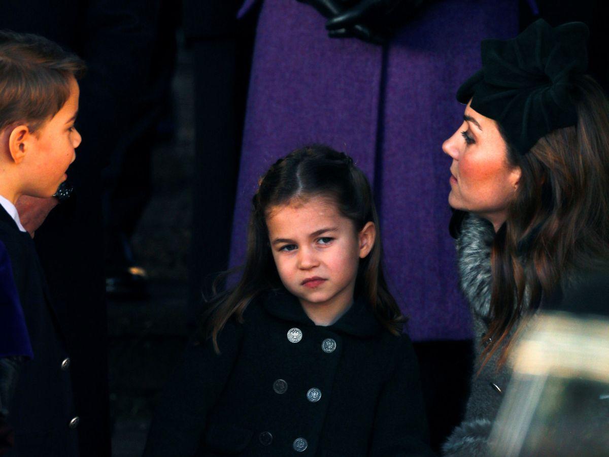 Foto: Kate Middleton, con sus dos hijos mayores en Navidad. (Reuters)