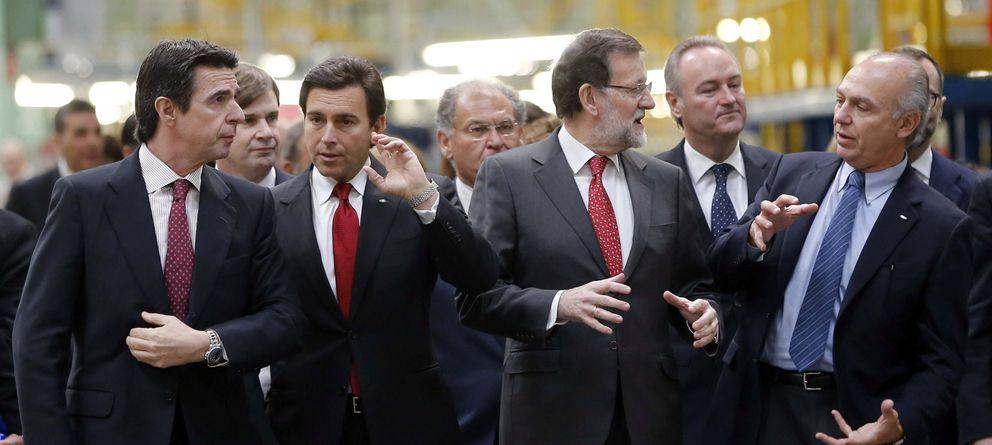 Foto:  El presidente del Gobierno español Mariano Rajoy (2dch), acompañado por el presidente mundial de Ford, Mark Fields (2 izq) (Efe)