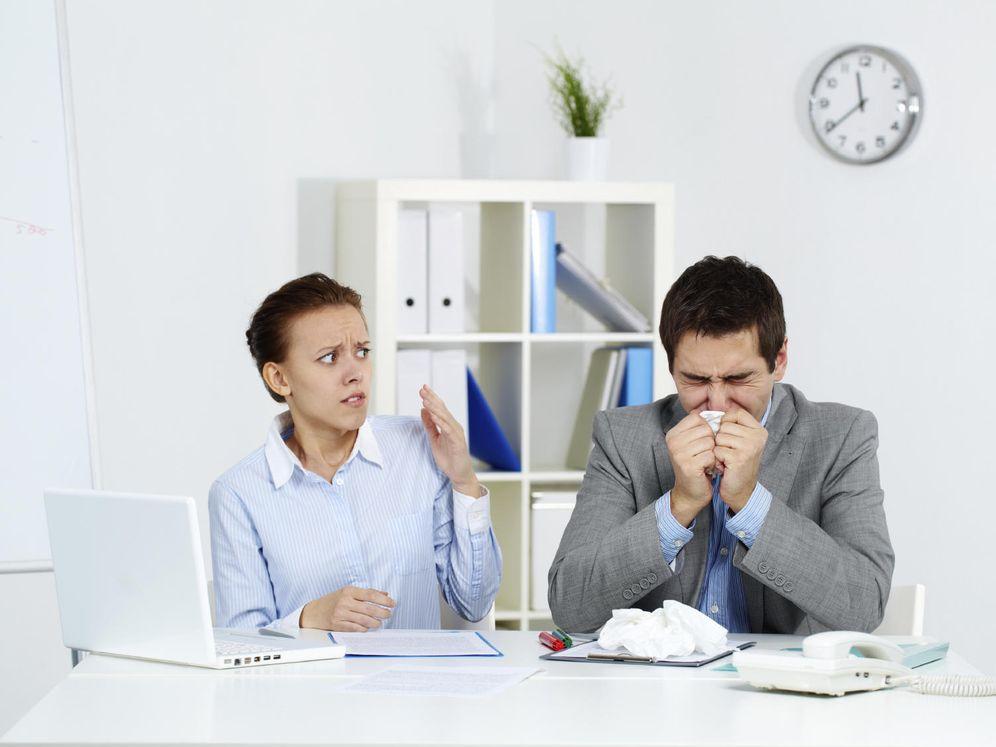 Foto: No te vuelvas loca. Si sigues estos consejos no tendrás que preocuparte cuando la gripe llegue a la oficina. (iStock)