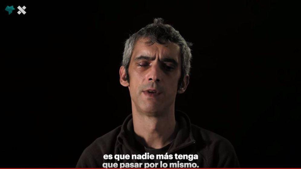 Foto: Fotograma del vídeo en el que Roger cuenta cómo perdió un ojo por una pelota de goma.