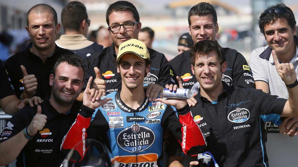 Foto: Rins celebra su pole en Aragón (Reuters).