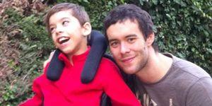 El 'terapeuta' de Borja tiene diez años y parálisis cerebral
