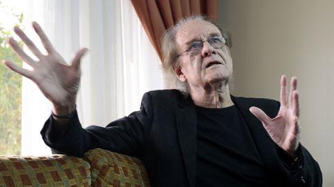 El cantautor Luis Eduardo Aute, operado de urgencia tras sufrir un infarto