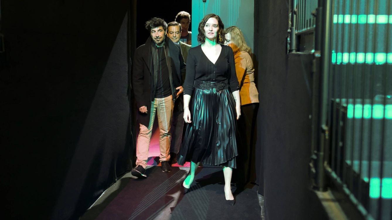 Con esta falda apoya Isabel Díaz Ayuso a la moda española