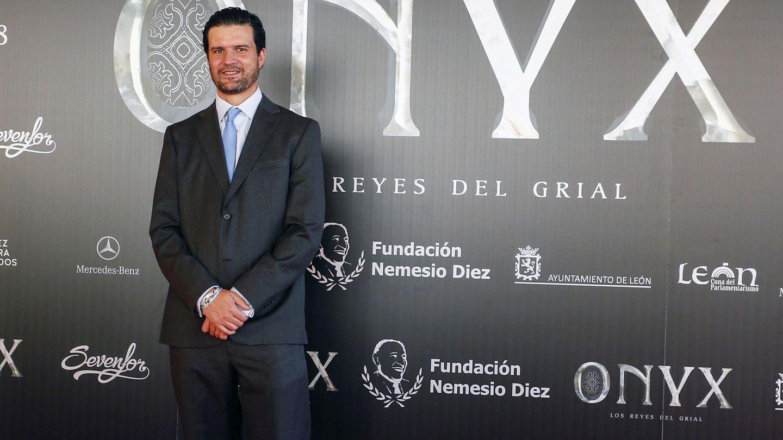 El director mexicano Roberto Girault posa antes de la presentación del largometraje documental 'Onyx, los Reyes del Grial' (EFE)