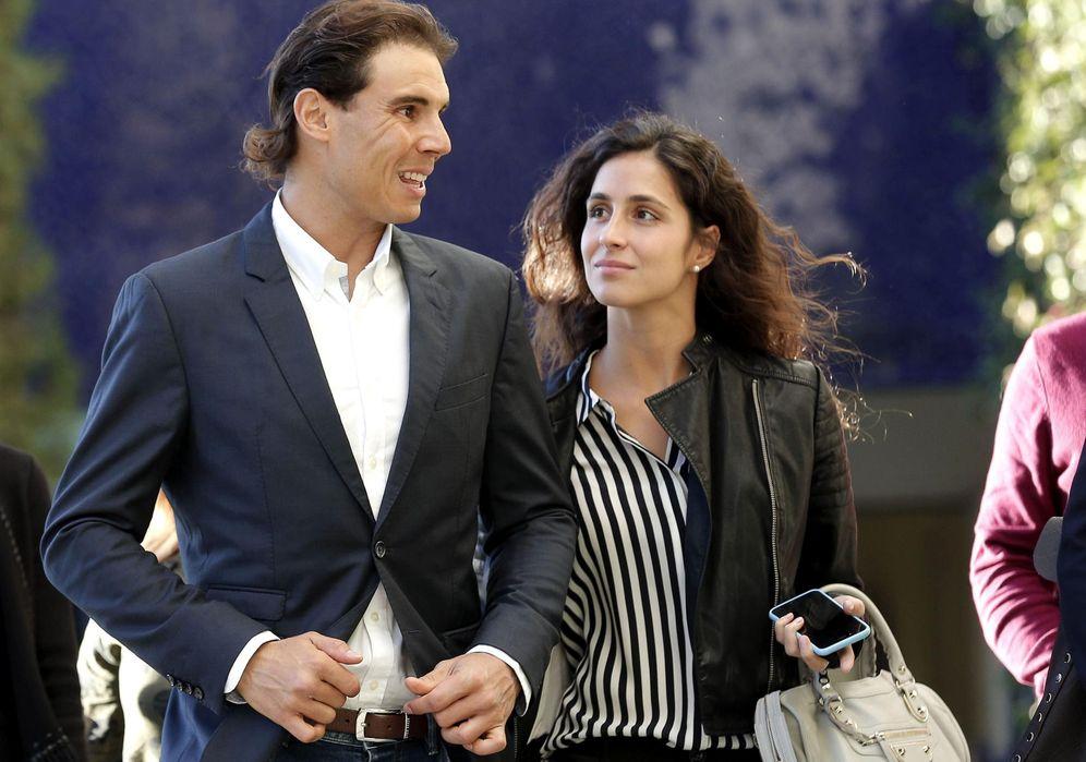 Foto: Rafa Nadal, junto a su novia, Xisca Perelló, a su llegada al encuentro para clientes del Banco Sabadell en Valencia (EFE)
