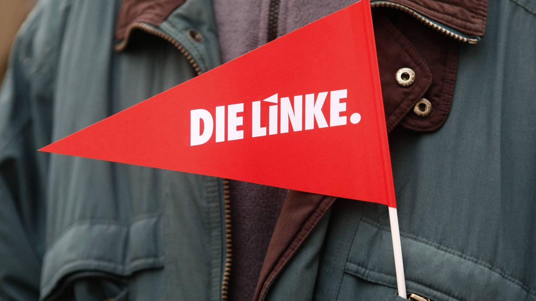 Bandera con el logo del partido La Izquierda durante un mitin en Dortmund, en 2010. (Reuters)