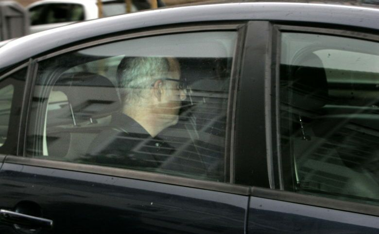 Alfonso Basterra, el padre de la niña, a su llegada ayer al juzgado (Efe)