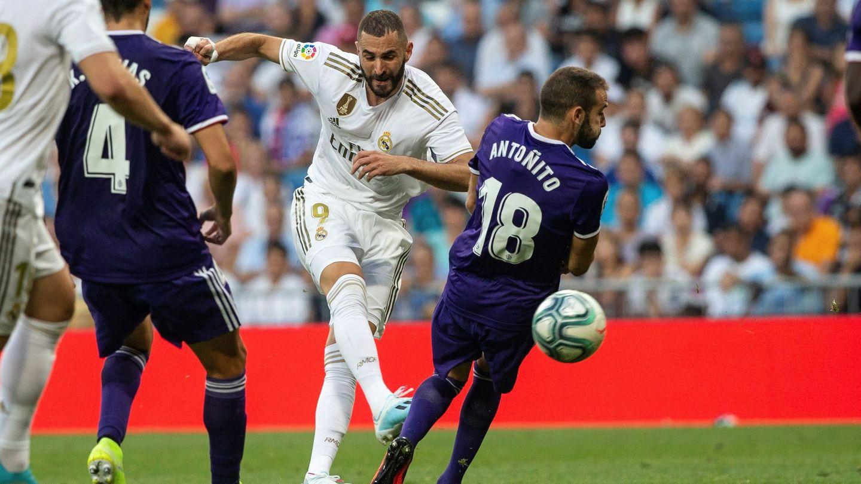 Benzema, en el remate del gol del Real Madrid. (EFE)