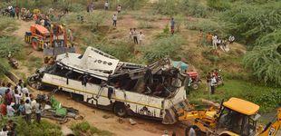 Post de Al menos 29 muertos y 23 heridos al caer un autobús en un canal en la India
