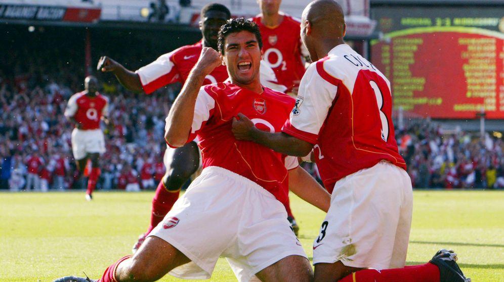 Foto: Reyes formó parte del Arsenal de los invencibles que ganó la Premier League en 2004. (Reuters))