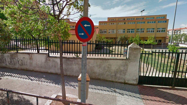 Entrada del colegio de educación infantil y primaria Alba Plata de Cáceres (Google Maps)