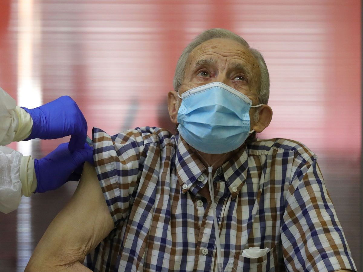 Foto: Un brote en una residencia de Puertollano causa 80 contagios. (EFE)