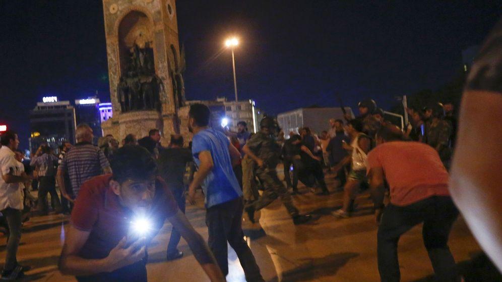 Foto: Defensores de Erdogan en la plaza Taksim (Reuters)
