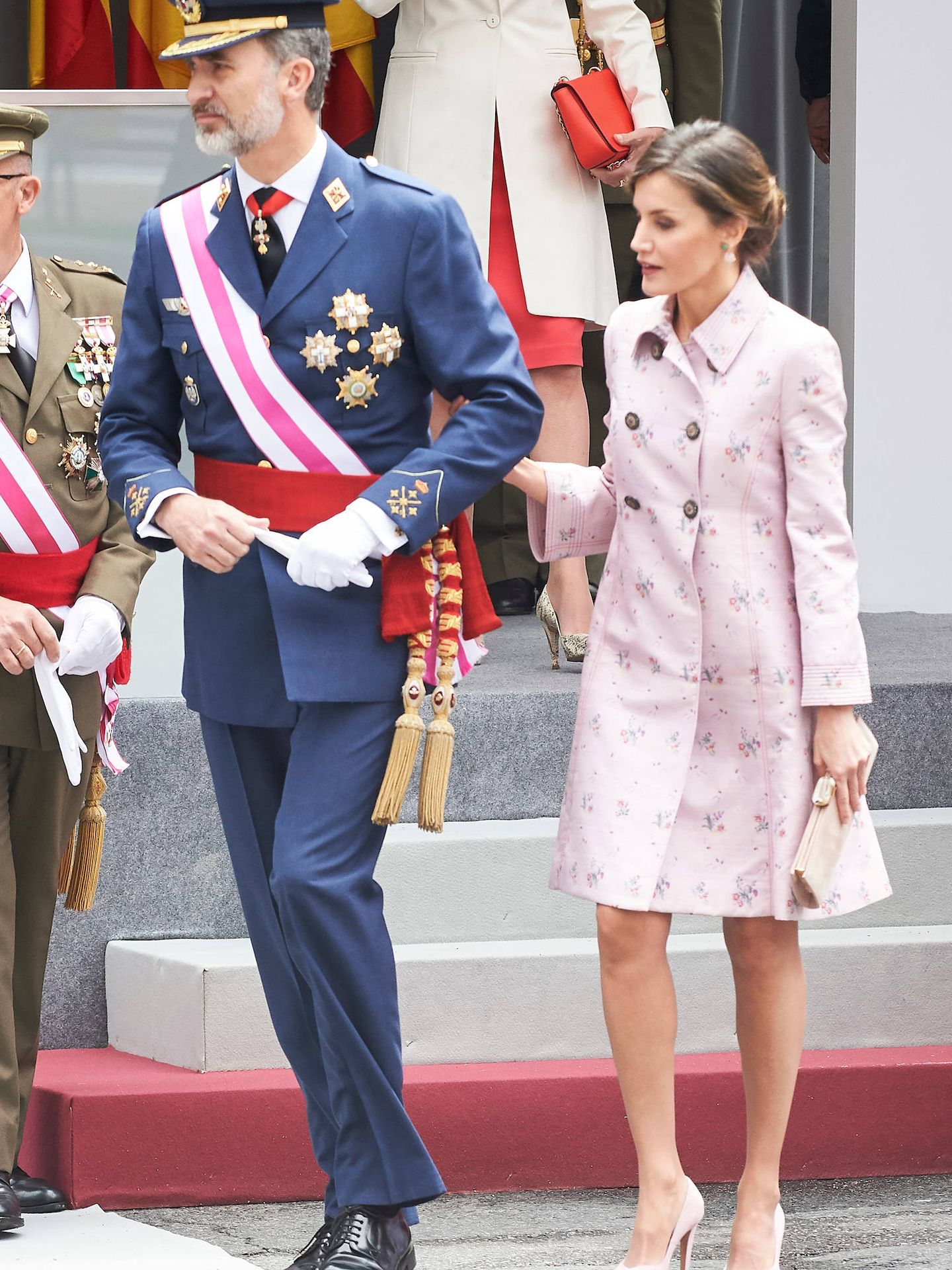 Letizia repite abrigo de Carolina Herrera. (Limited Pictures)