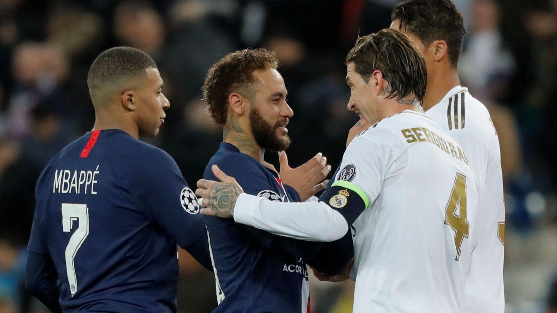 Mbappé y Neymar, junto a Sergio Ramos y Varane. (EFE)