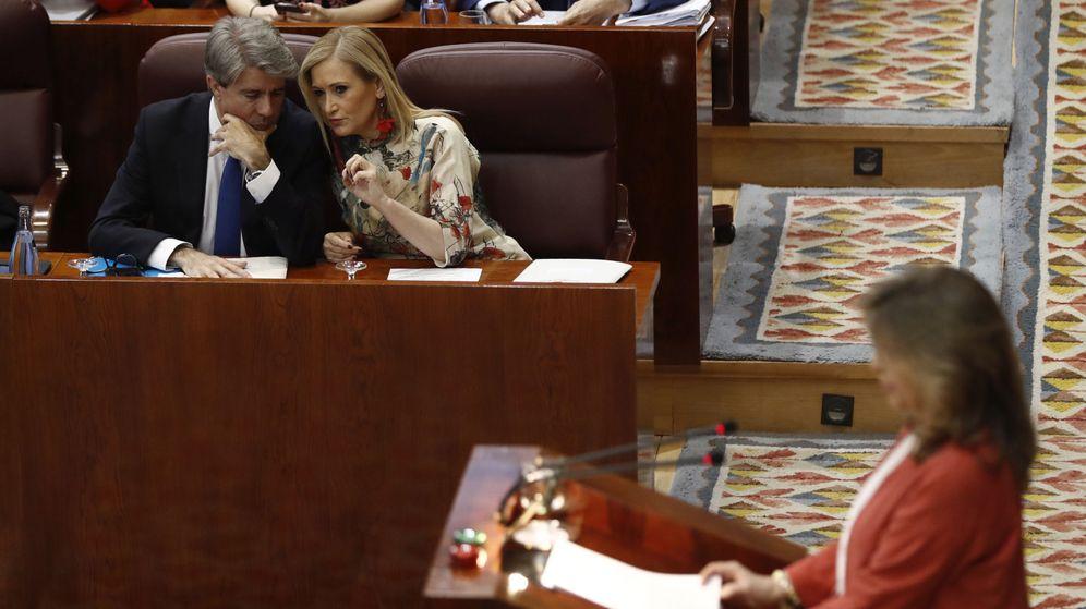 Foto: Cristina Cifuentes y el portavoz del Gobierno regional, Ángel Garrido. (EFE)