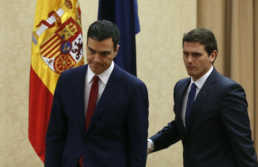 Foto: Pedro Sánchez y Albert Rivera, tras firmar su acuerdo de legislatura, el pasado 24 de febrero en el Congreso. (Reuters)