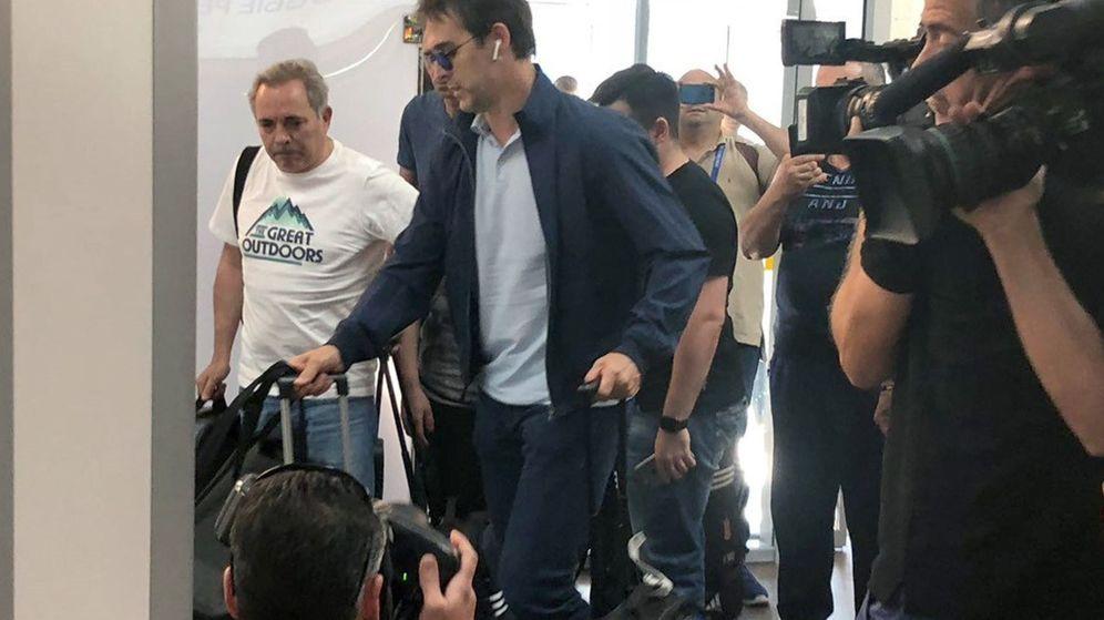 Foto: Julen Lopetegui, en el aeropuerto de Krasn. (EFE)