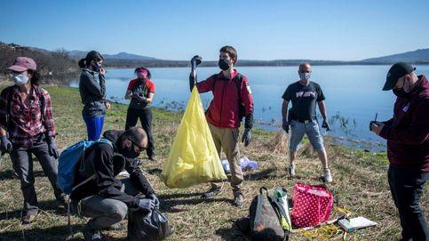 Miles de voluntarios recogen más de cien toneladas de residuos del campo