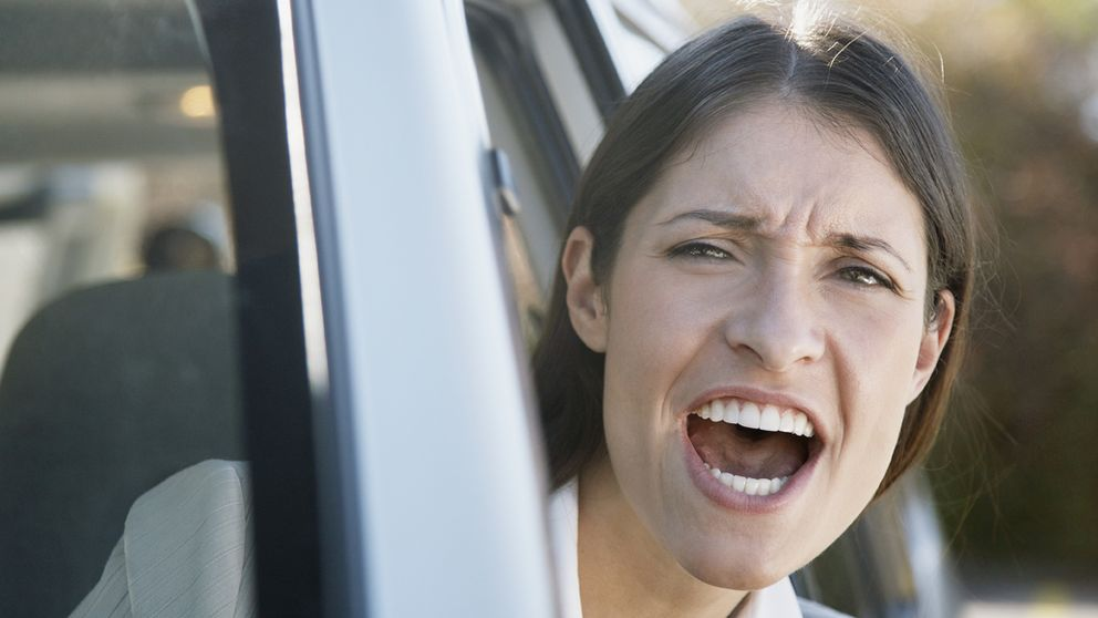 Las 30 cosas que más nos sacan de quicio (como que se salten las colas)