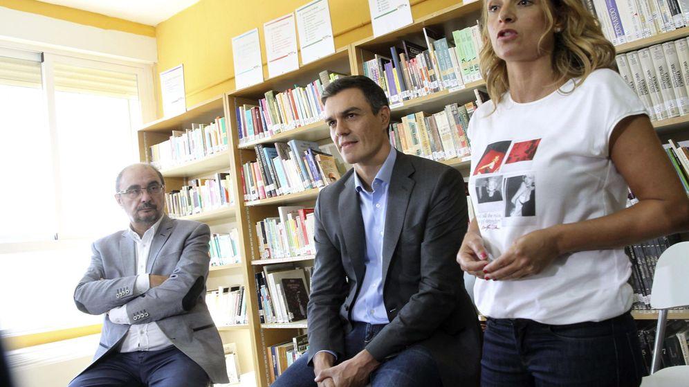 Foto: Susana Sumelzo junto a Pedro Sánchez y secretario general del PSOE en Aragón y presidente de esta comunidad, Javier Lambán. (Efe)